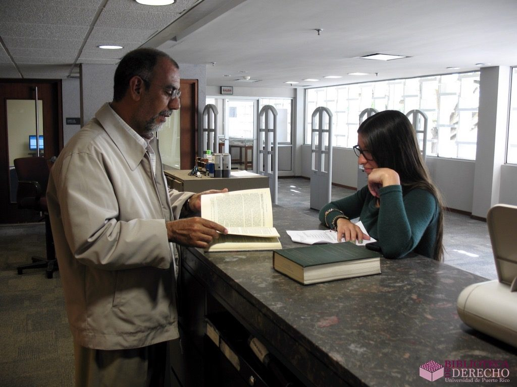 Personas en la Biblioteca de Derecho de la UPR 001