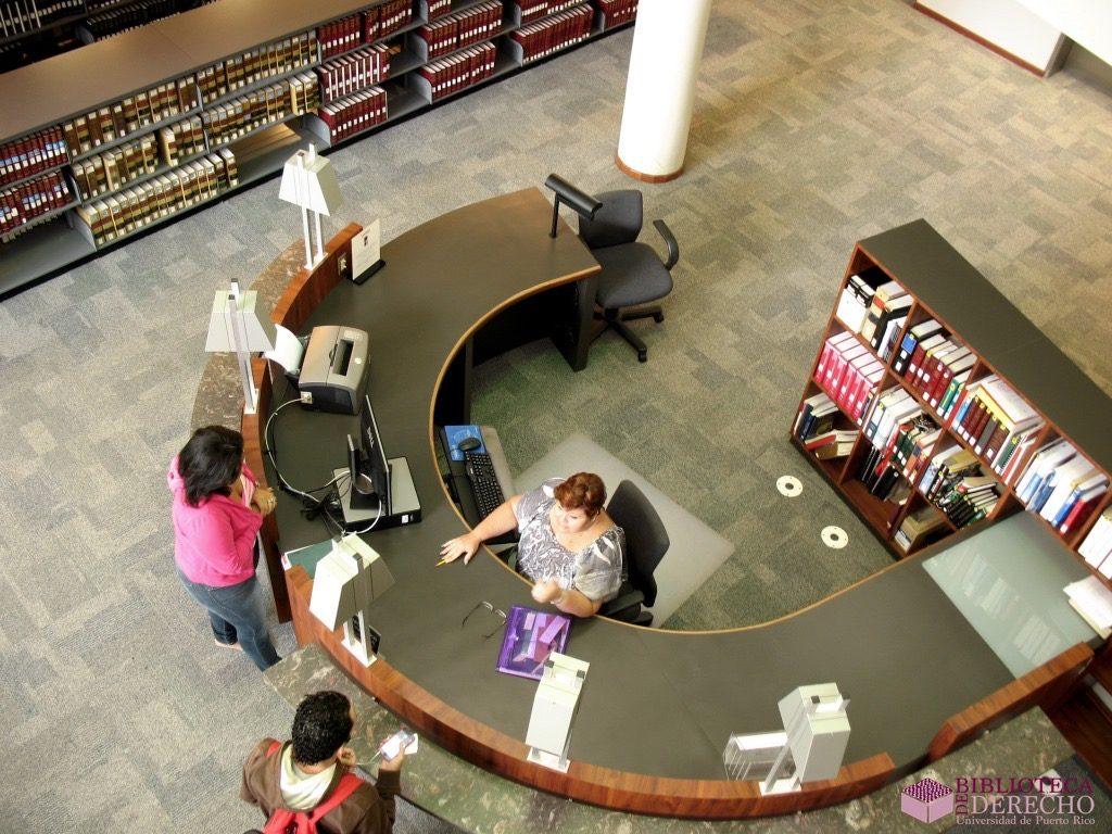 Personas en la Biblioteca de Derecho de la UPR