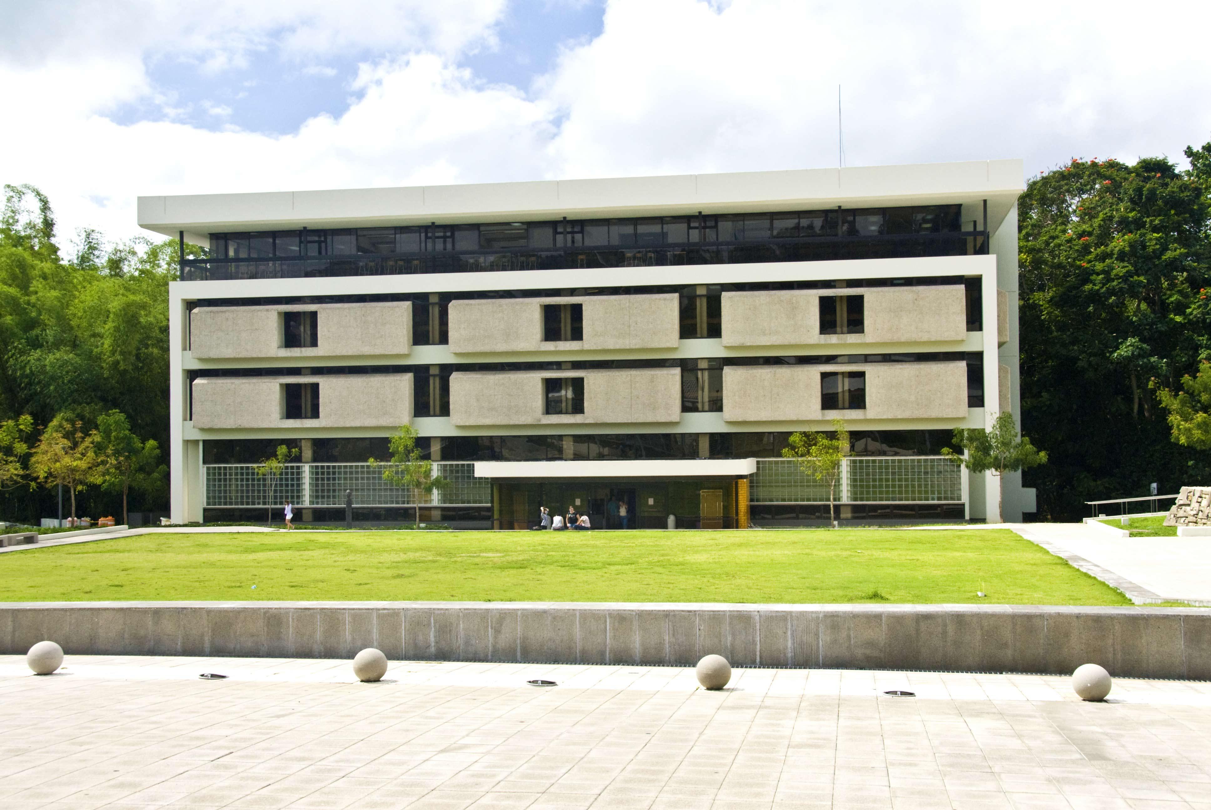 Imagen de la fachada de la biblioteca Victor M Pons Gil