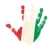 Imagen de mano con franjas roja, blanca y verde