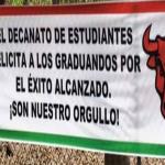 Imagen de banner felicitando a los graduandos de la UPR Cayey