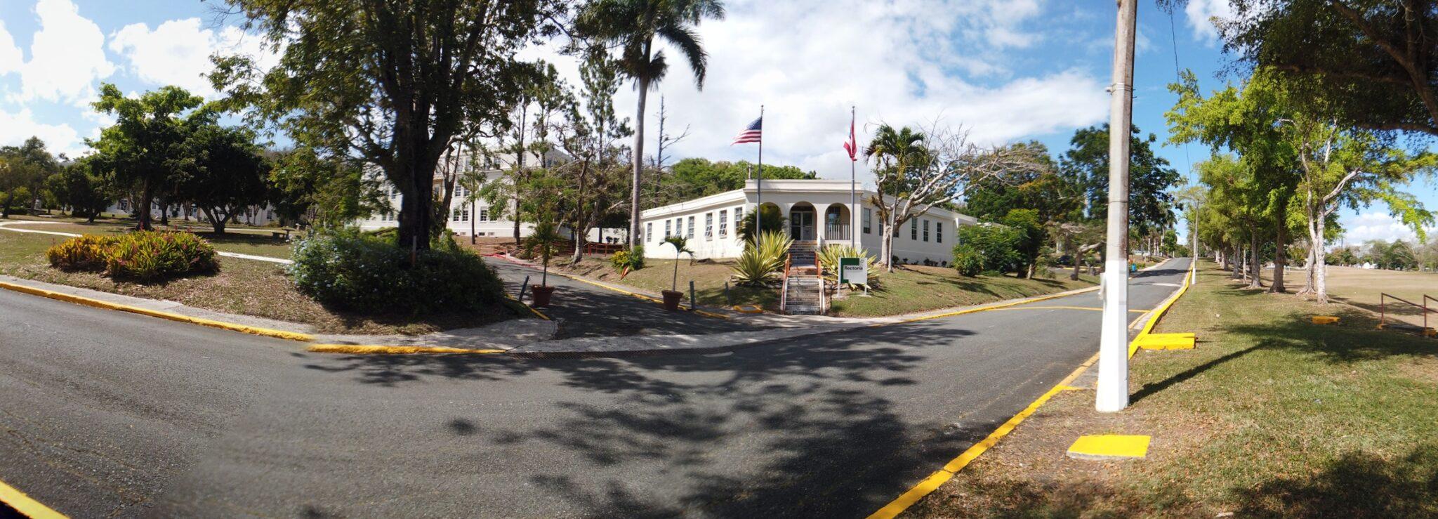 Foto panoramica de Rectoría UPR Cayey