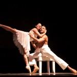 Foto de Bailarines en obra de teatro.