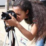 Foto de estudiante tomando fotos