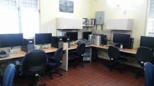 sala con computadoras
