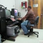 Imagen Personal de la Oficina de Sistemas de Información que brinda apoyo al usuario de video conferencias y equipo IT
